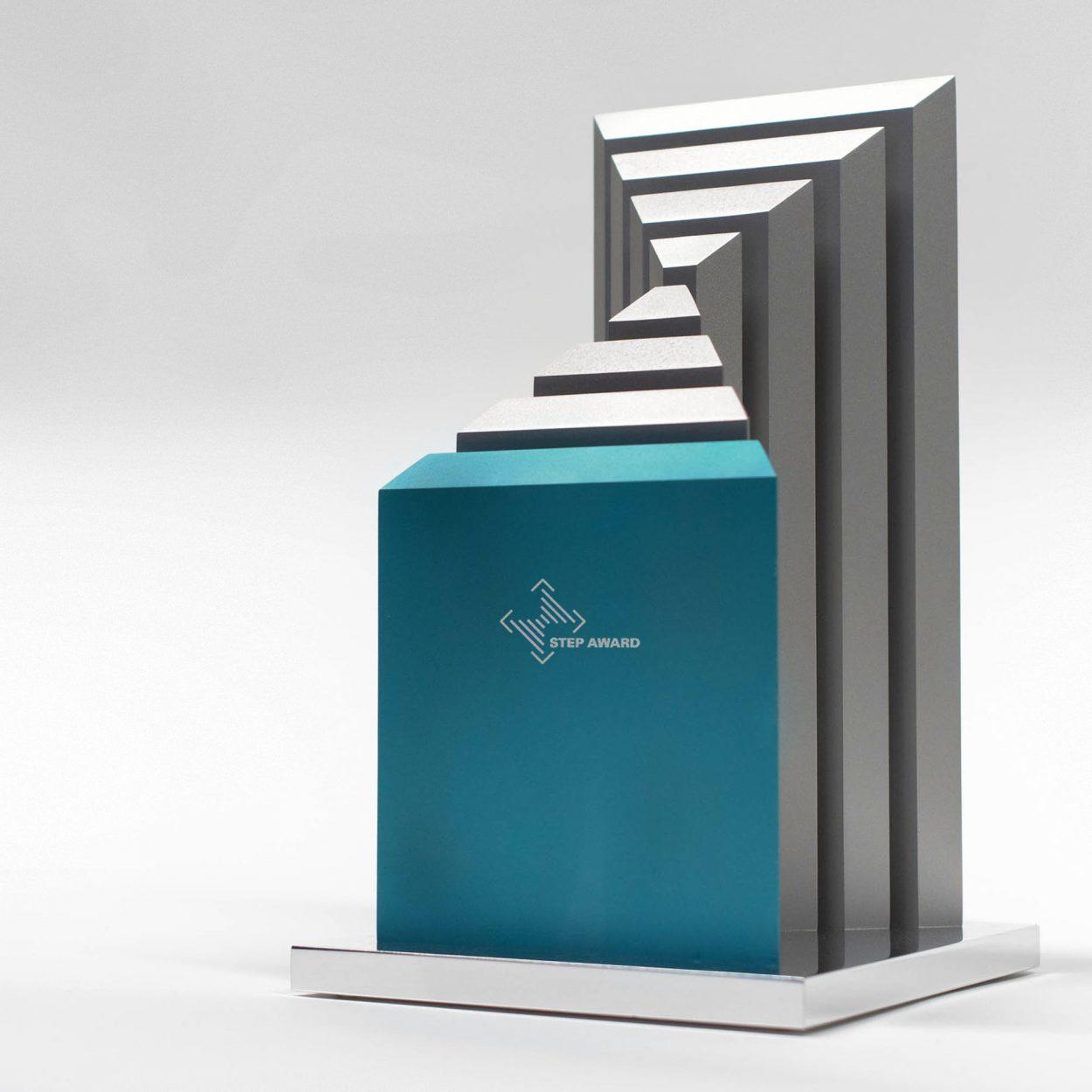 Design und Umsetzung des Step Award Trophäe des FAZ Instituts